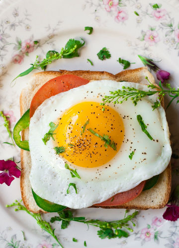 Breakfast, Egg Sunny-side up on toast
